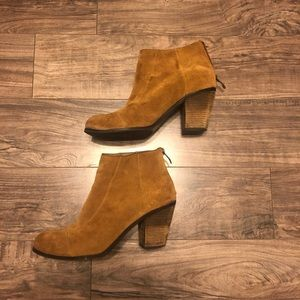 VINCE CAMUTO Brown Suede Ankle heel booties size 8